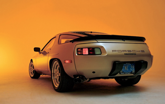 Lease the Porsche 928 with badging at the rear