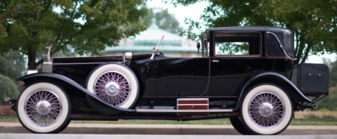 The profile of a Black 1925 Rolls Royce Silver Ghost