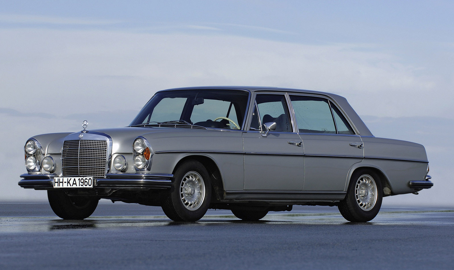 vintage corner mercedes benz 300sel 6 3 premier financial services. Black Bedroom Furniture Sets. Home Design Ideas