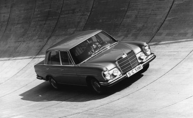 Mercedes-Benz 300 SEL 6.3 on sloped track.