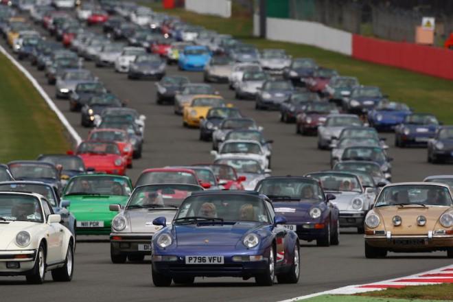 hundreds of Porsche 911 at Silverstone
