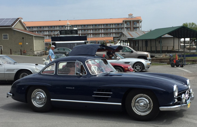 Lease a blue Mercedes 300 SL Gullwing