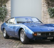 Lease a blue Ferrari 365 GTC/4