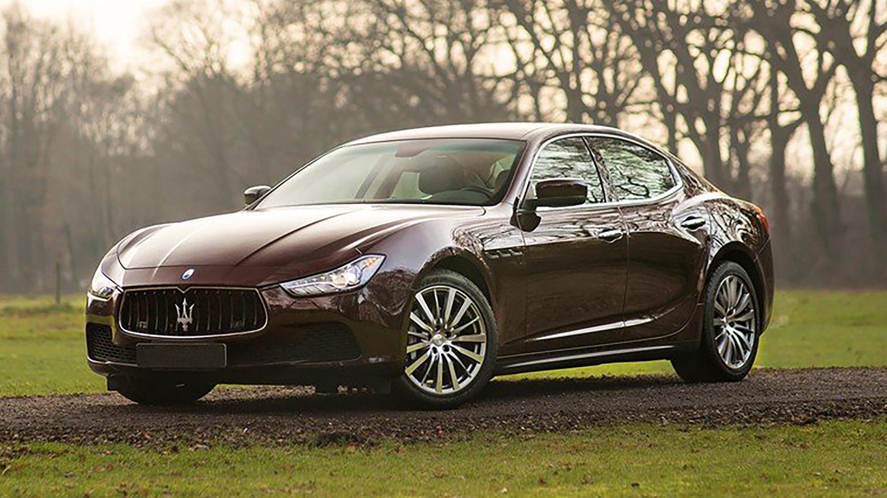 A2014 Maserati Ghibli Side Bn