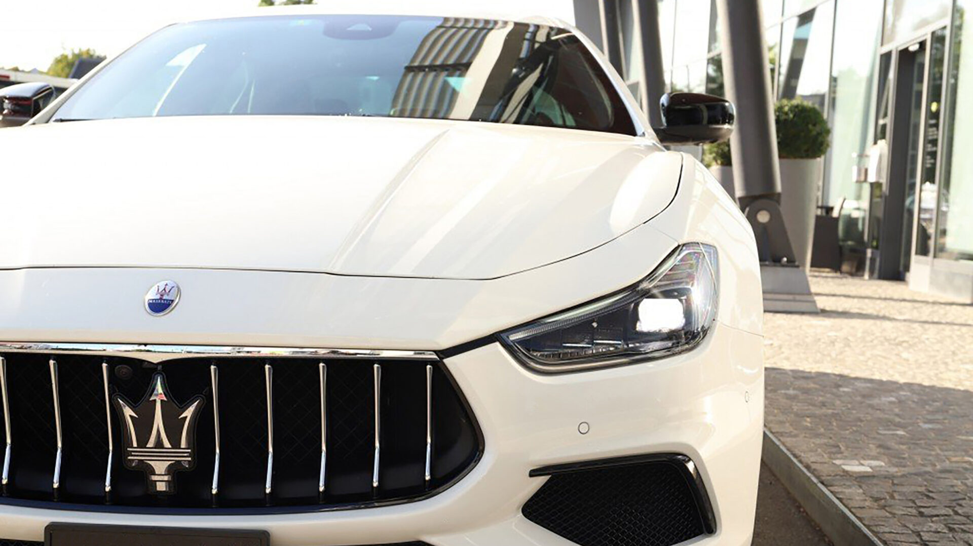 A2018 Maserati Ghibli Front Bn