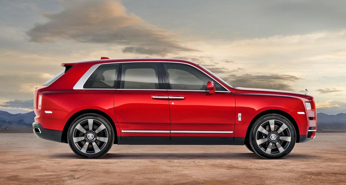 A 2020 Rolls Royce Cullinan Side1