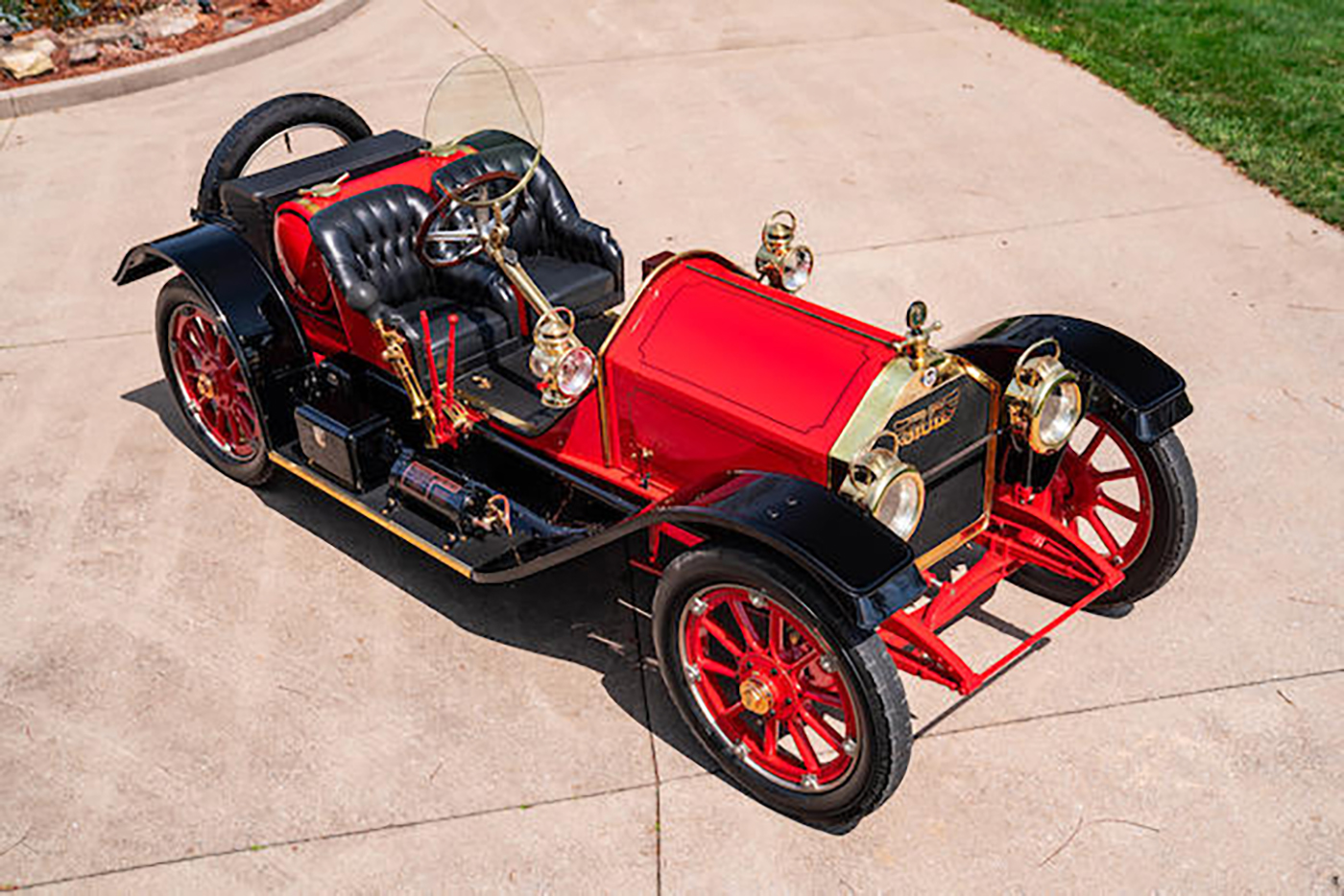 Red 1912 Stutz Bear Cat, front top view